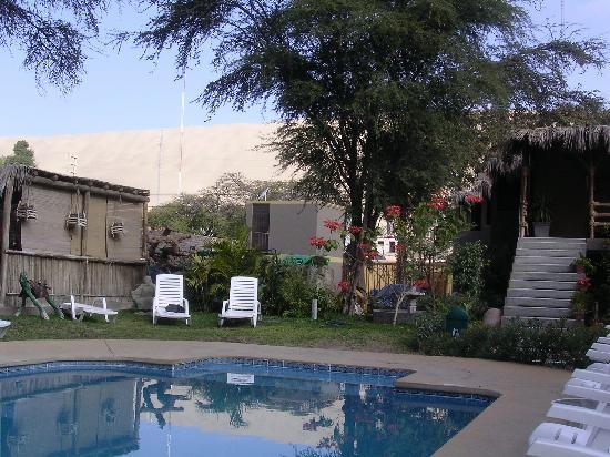 Hotel El Huacachinero: pool/dunes