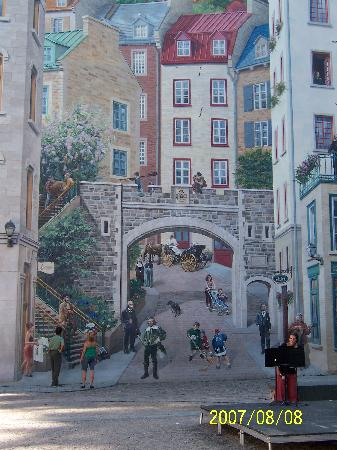 Québec (Stadt), Kanada: La Fresque Des Quebecois wall mural showing historical characters who have helped shape Quebec C