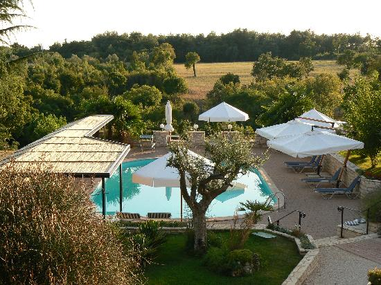Kanfanar, Croatia: Hotel and pool area