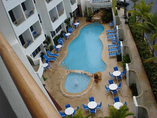 Toa Baja, Porto Rico: Pool view from balcony