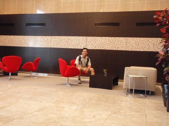 Hamilton Red: Hamilton Hotel lobby - another angle