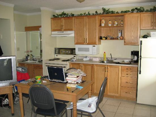 Econo Lodge: Kitchen