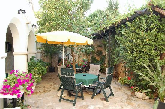 Villa Giardino: gemütliches Sitzen im Innenhof