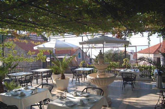 Villa Giardino: Frühstück auf der Terrasse
