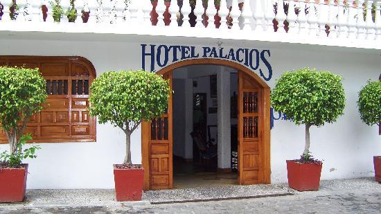 Hotel Palacios entry