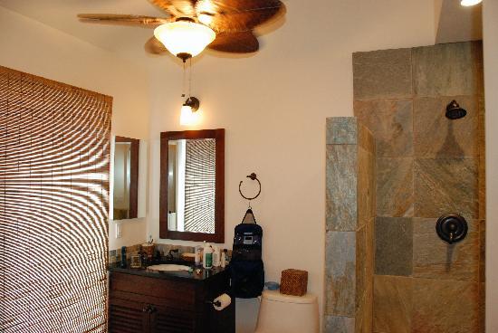 Aina Nalu: Bathroom