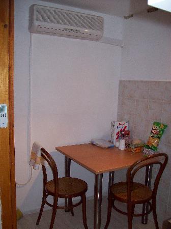 Apartments Antuninska : Dining area