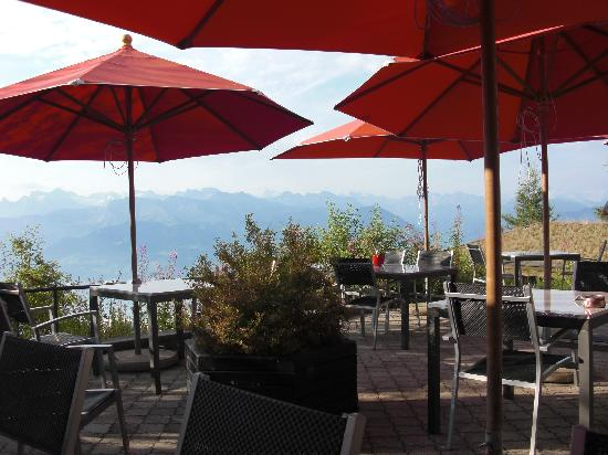 Hotel Edelweiss: Large patio for a summer dinner