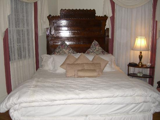 The John Easton House: Bedroom