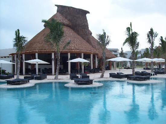 Secrets Maroma Beach Riviera Cancun: The Main Pool at 7:30AM