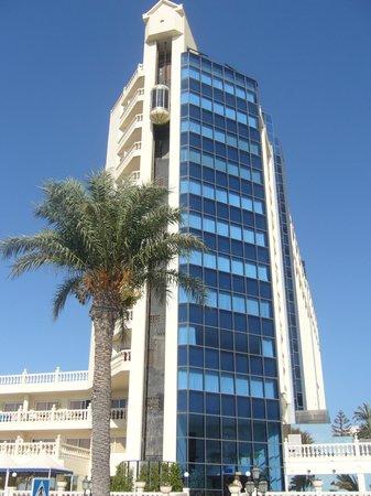 Hotel ATH Portomagno: Vista frontal del hotel