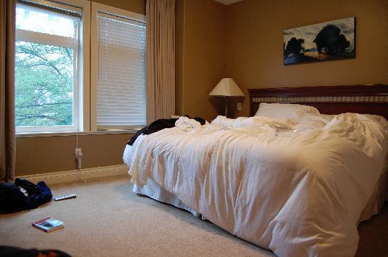 جرانفيل هاوس بي آند بي للبالغين فقط: we messed up the bed but you get the picture