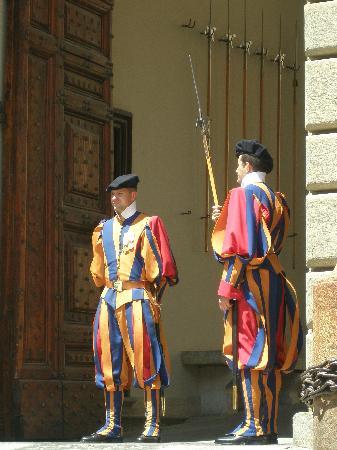 Pontifical Villas of Castel Gandolfo: Palais Papal de Castel Gandolfo - Les gardes suisse