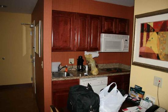 Homewood Suites by Hilton Fort Collins: Kitchen area