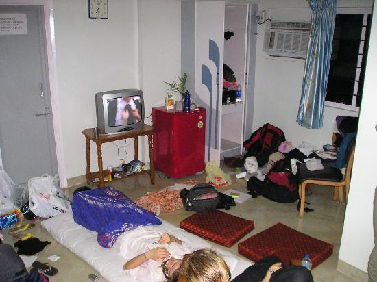 Hotel Shreyas: The room with lots of space. Photo taken by the double bed