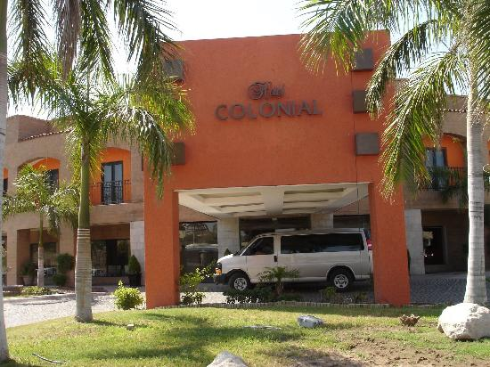 Hotel Colonial: Hotel Entrance