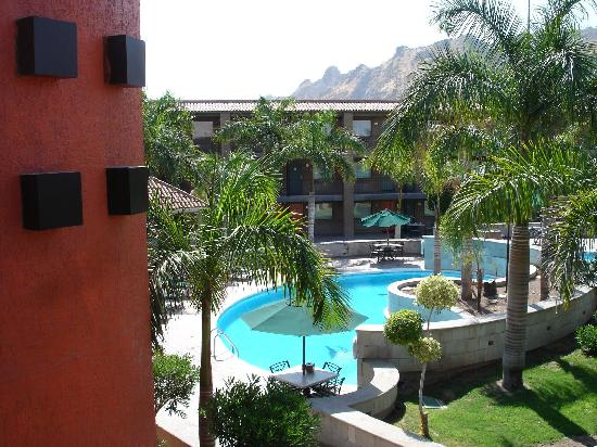 Hotel Colonial: The Grounds and pool