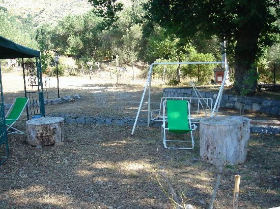 """Azienda Agrituristica  Angela: il """"magnifico"""" giardino super attrezzato"""