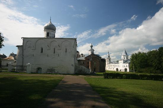 Yaroslav Courtyard (Dvorishche) - Churches everywhere