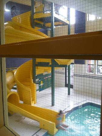 Hampton Inn & Suites Langley Surrey: The cool waterslide