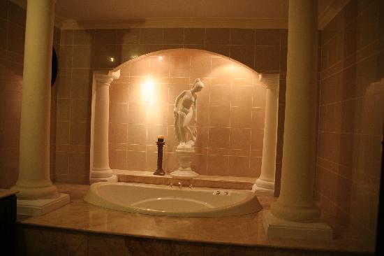Y Van Hotel: The ornate bath