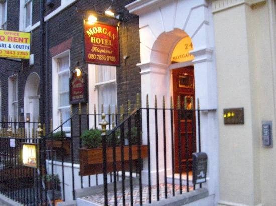 Morgan Hotel: Entrance on Bloomsbury Street