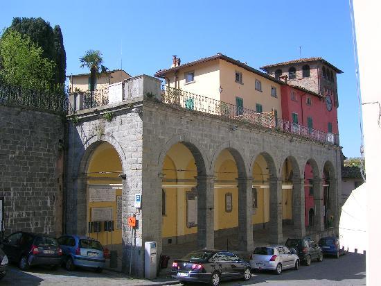 Loro Ciuffenna, Italy: il palazzo con l'orologio dopo il restauro