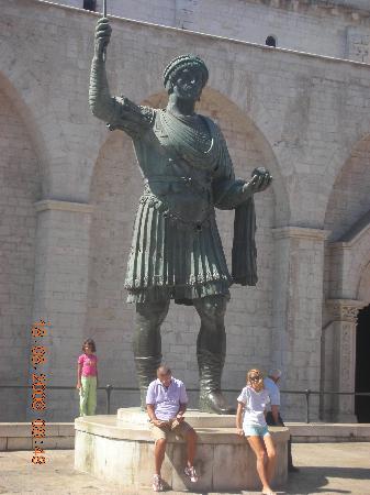 Barletta, Italy: Monumento