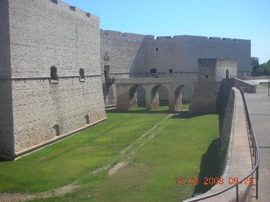 Barletta, Italy: castello