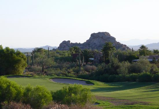 Boulders Resort & Spa, Curio Collection by Hilton: golfcourse with boulders