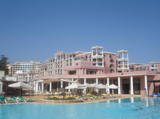 The Westin Dragonara Resort, Malta : View of hotel from the pool