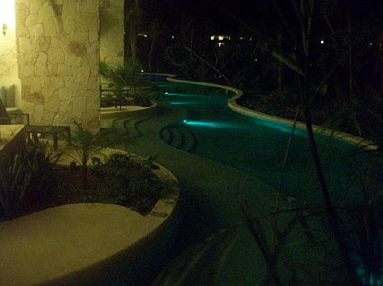 Secrets Maroma Beach Riviera Cancun : back view of swim up rooms