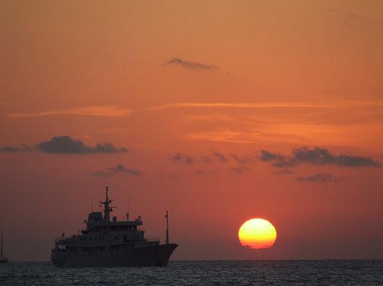 Formentera, Spagna: TRAMONTO DA ILLETES