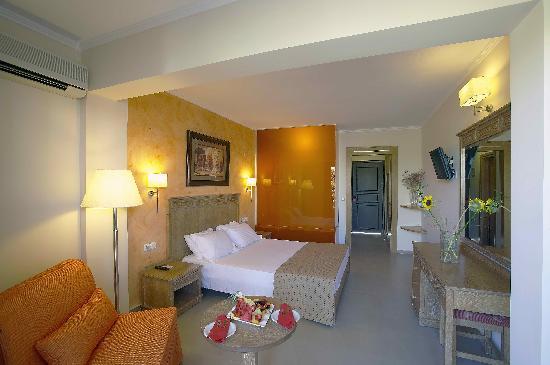 Atlantis Beach Hotel : our room