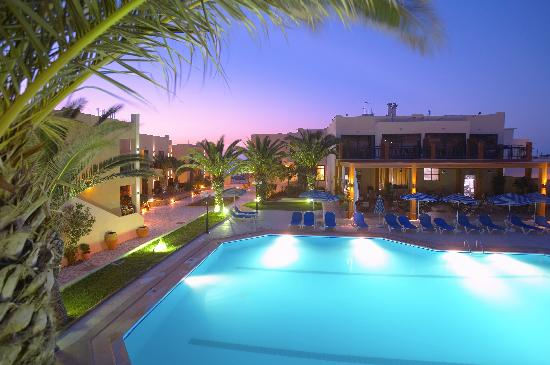Atlantis Beach Hotel: NIGHT POOL