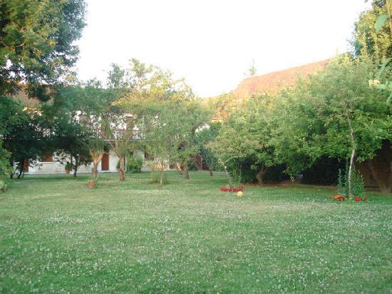 Auberge de Launay: garden view