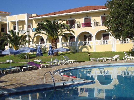 Palmyra Hotel : Pool & Hotel