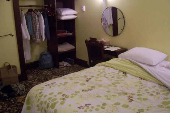 Bluebird Guesthouse: Cheapest room type in basement
