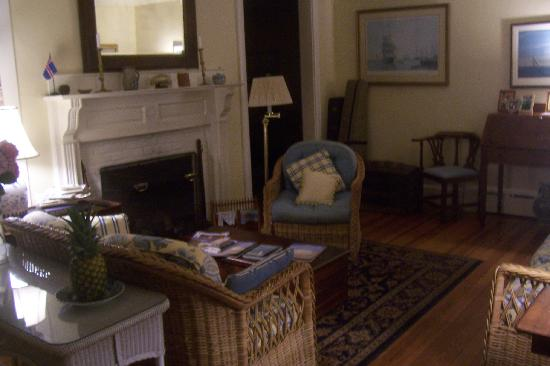 Safe Harbor Guest House: Common area