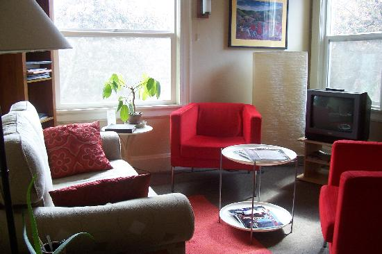 Portland International Guesthouse: Common living area