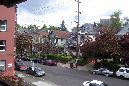 Portland International Guesthouse: View of neighboorhood off deck