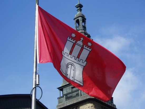 Hamburg, Germany: Flag of the proud city in front of the main station