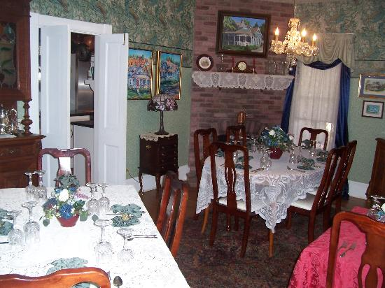 1892 Victoria's Keep: Breakfast dining room