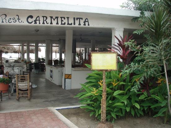 Carmelita's: Directly on the beach ,  pool table , plasma tv , Hammocks