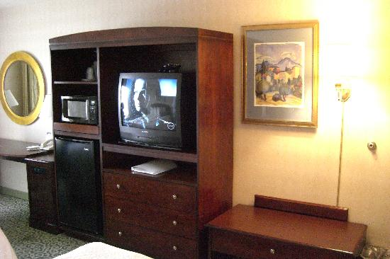 Hampton Inn and Suites Arundel Mills / Baltimore: TV, micro and fridge