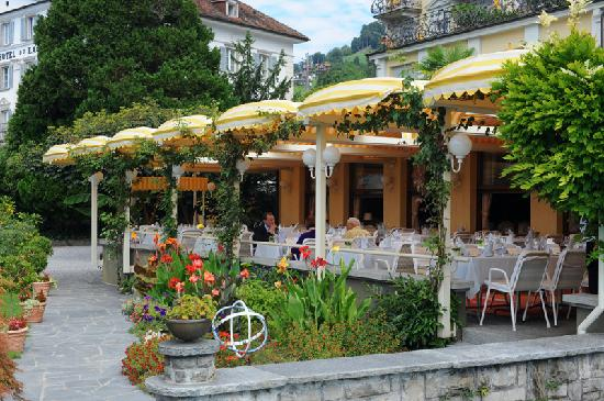 Hotel Beau Rivage: Outdoor Restaurant