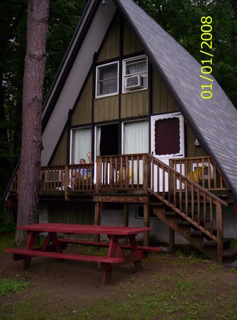 Kathy's Resort and Cottages : Enjoying the deck