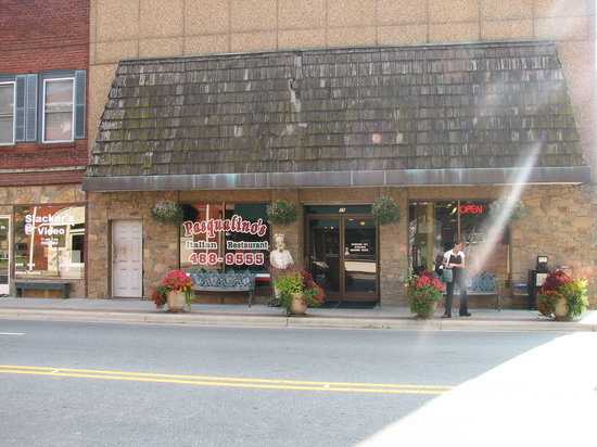 Pasqualino's Italian Restaurant: Pasqualino's -- park on the street or in lot behind the building