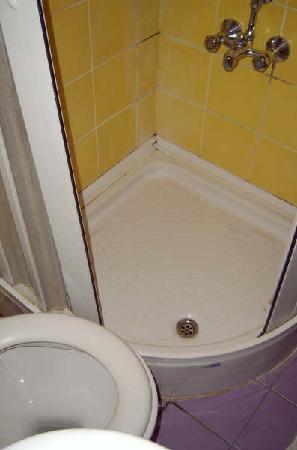 Foca Yali Hotel: baño sucio