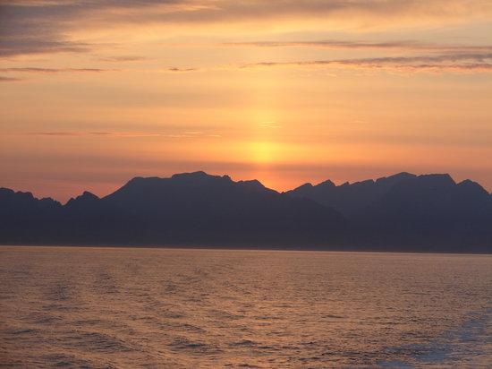 Norveç: ATARDECER SOBRE ISLAS LOFOTEN